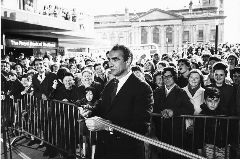 Paisley Piazza Opening Sean Connery 1970.jpg