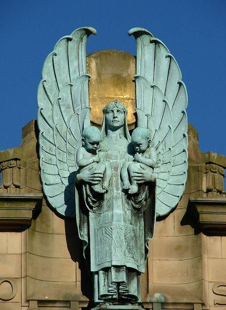 Paisley Figure on Russell Institute Causeyside St..jpg