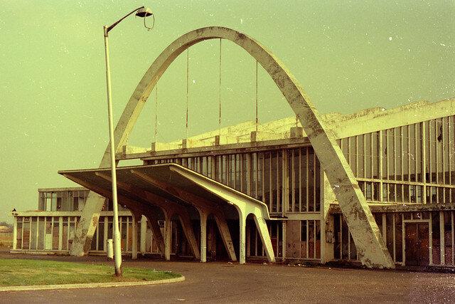 Renfrew Airport Exterior prior to demolition in 1974.jpg