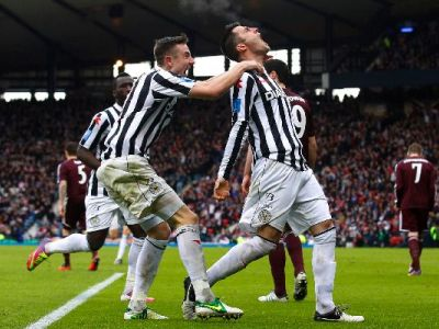 St Mirren's Steven Thompson R celebrates with team mate Paul Dummett after scoring-1770659